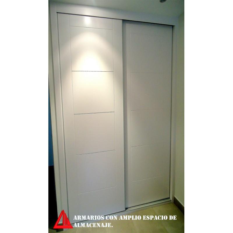 Armario a medida con puertas correderas for Puerta corredera castorama armario a medida