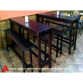 Mesas con bancos a juego para una bocatería.