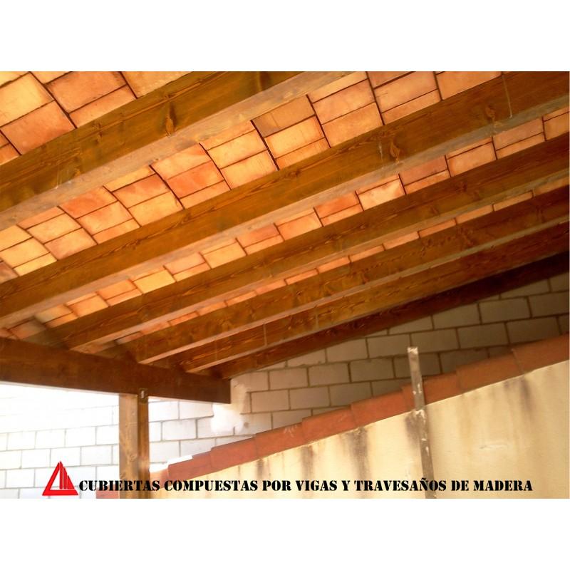 Cubierta para exterior con vigas de madera y ladrillo for Vigas de madera para jardin