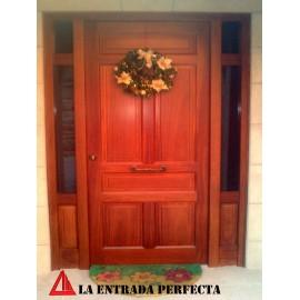 Puerta de exterior de iroko color nogal claro