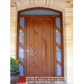Puerta de exterior de Iroko barnizado en color nogal claro elegante