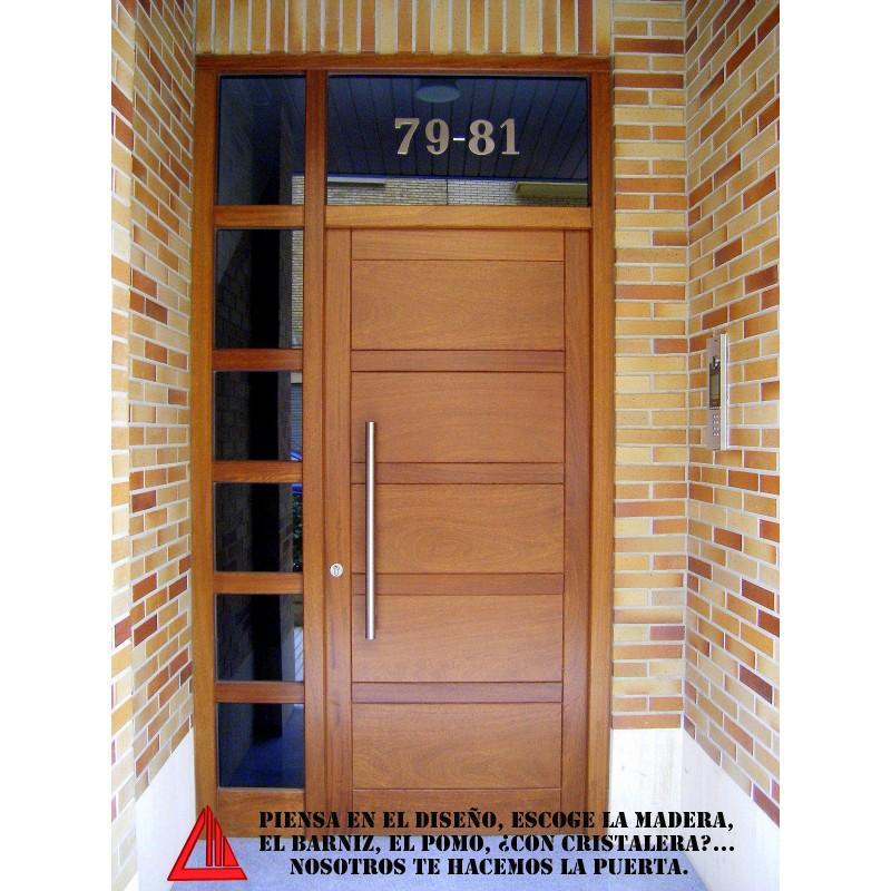 Puerta de exterior de iroko nogal claro for Puertas macizas exterior