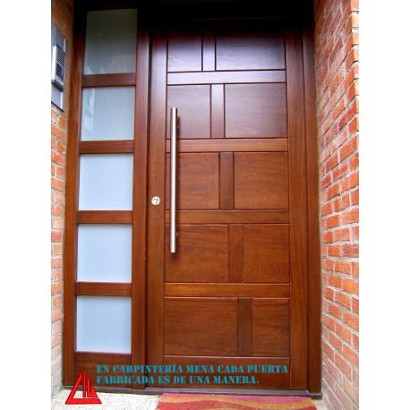 Puerta de exterior de iroko en color nogal personalizable for Puertas macizas exterior