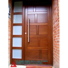 Puerta de exterior de Iroko en color nogal personalizable