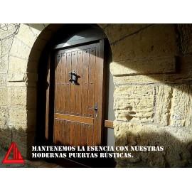 Puerta de exterior rústica pino color nogal oscuro
