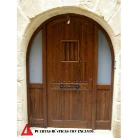 Puerta de exterior semicurva de pino color nogal oscuro