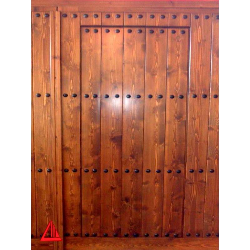 Port n para cochera de pino color nogal con puerta integrada for Puertas color pino