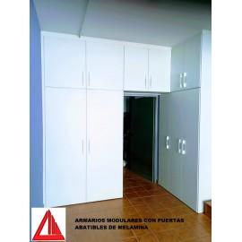 Armario modular con puertas abatibles